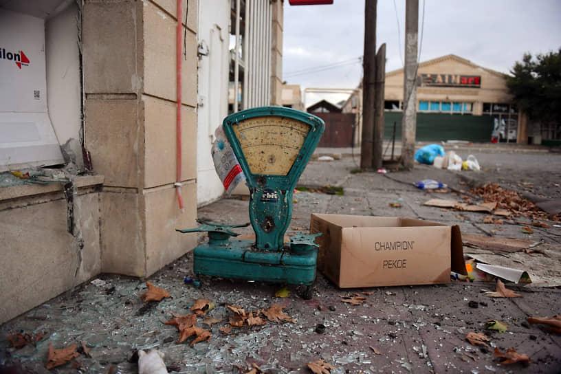 Обострение противостояния стало крупнейшим с 1994 года<br> На фото: последствия обстрела азербайджанского города Тертер
