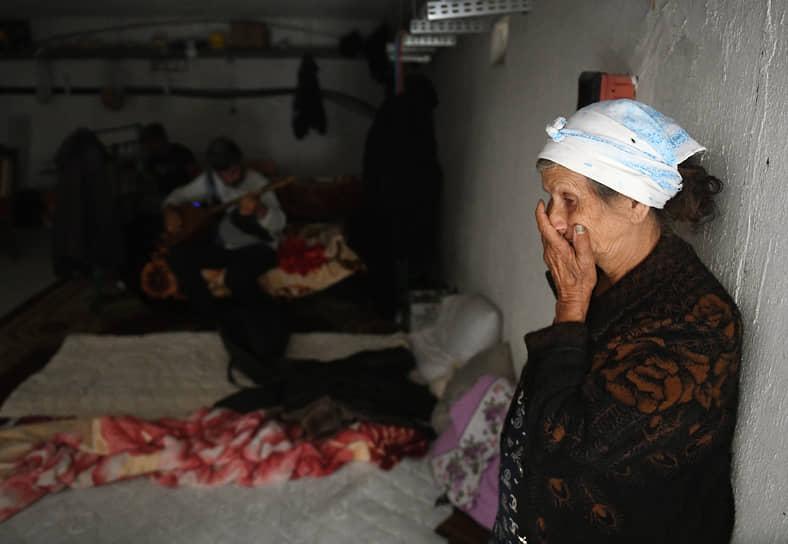 Жители азербайджанского города Тертер после обстрела
