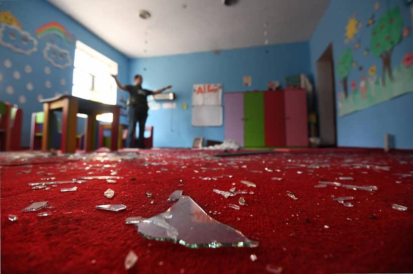Последствия ракетного обстрела школы в городе Тертер