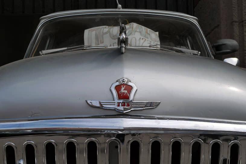 Одна из отличительных черт ГАЗ-21 первого и второго поколений (до 1962 года) — фигурка оленя на капоте, одного из символа герба Горьковской области. В третьем поколении от оленей отказались из соображений безопасности по просьбе ГАИ