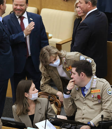 Депутат от фракции «Единая Россия» Михаил Киселев (справа)