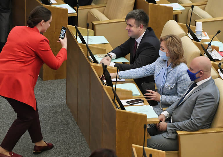 Депутаты фотографируются перед началом заседания