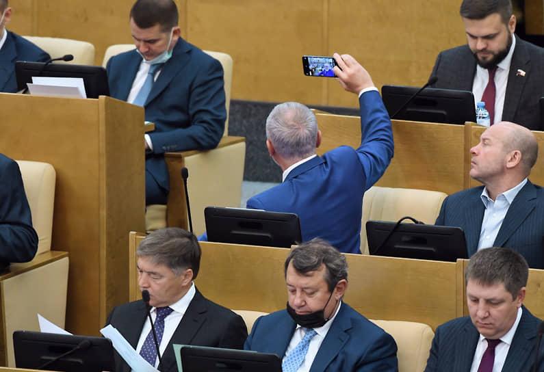 Депутаты Госдумы на пленарном заседании
