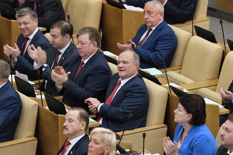 Слева направо: депутаты от фракции КПРФ Дмитрий Новиков, Юрий Афонин, Владимир Кашин и лидер КПРФ Геннадий Зюганов во время заседания