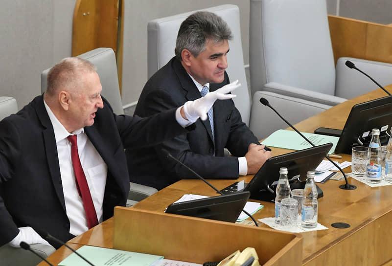 Лидер ЛДПР Владимир Жириновский (слева) и лидер партии «Новые люди» Алексей Нечаев