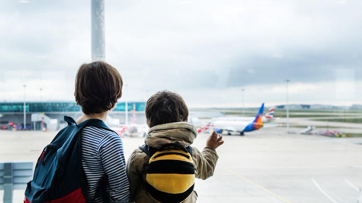 Американцы готовы купить дом с привидениями, а британцы — оставить детей одних в самолете