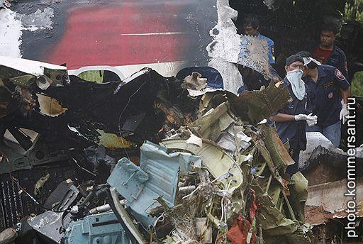 16.09.2007 При посадке на острове Пхукет в Тайланде разбился самолет MD-82