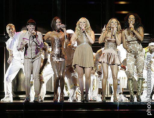 03.12.2007 Британская группа The Spice Girls после шестилетнего перерыва дала свой первый концерт в рамках мирового турне