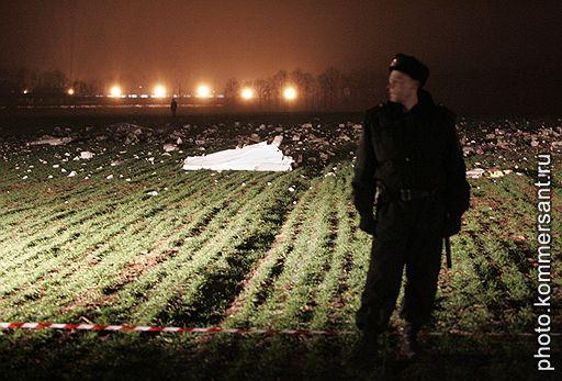 """09.12.2007 На Украине, в районе аэропорта """"Жуляны"""", потерпел крушение пассажирский самолет Beach Craft, следовавший рейсом из Чехии в Киев. В результате погибли пять человек"""