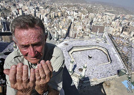 14.12.2007 В Мекку прибывают паломники со всего мира для совершения Хаджа