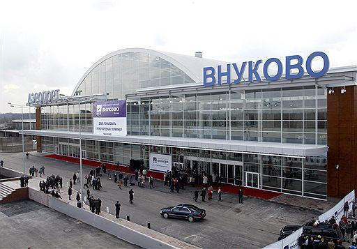 Службу безопасности Внуково-2 сегодня переполошил подозрительный пакет, оставленный на подъезде к аэропорту.
