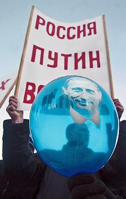 На митинге в поддержку Владимира Путина у Театра юного зрителя в Санкт-Петербурге. Фото: Михаил Разуваев / Коммерсантъ. Загружается с сайта Ъ