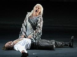 Полуспектакль–полуконцертное исполнение оставило...  Заглушительный успех // Мариинка не справилась с акустикой зала...