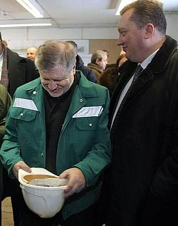 Спикер Тюльпанов (справа) пришел к выводу, что у Сергея Миронова (слева) чрезмерно много полномочий. Фото: Евгений Павленко / Коммерсантъ. Загружается с сайта Ъ