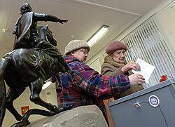 Несмотря на отмену порога явки, третий единый день голосования вызвал живой интерес у российских избирателей. Фото: Михаил Разуваев / Коммерсантъ. Загружается с сайта Ъ