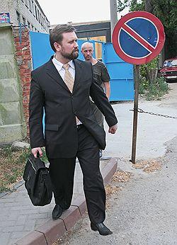 Из зала суда бывший мэр Волгограда Евгений Ищенко вышел на свободу: назначенный ему срок наказания он отсидел во время следствия. Фото: ИТАР-ТАСС. Загружается с сайта Ъ