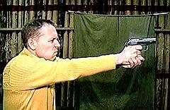 Власти Великобритании считают, что Андрей Луговой (на фото) угрожал не только Александру Литвиненко, но и сотням лондонцев, поэтому судить его можно только в британской столице