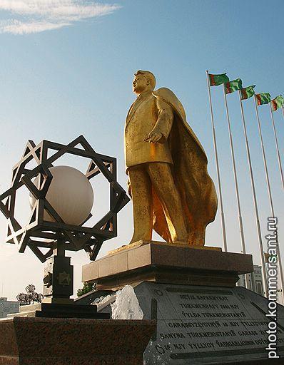 Новые власти Туркмении все еще продолжают разбираться в схемах, которые были выстроены при покойном президенте Сапармурате Ниязове