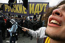 В этом году националисты пройдут лишь по безлюдной в обычные дни набережной Тараса Шевченко, весь центр отдан прокремлевской молодежи. Загружается с сайта Ъ