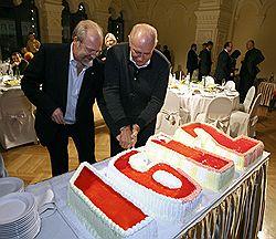 «Режется как бюджет»,– учил Никита Михалков (справа) Владимира Хотиненко (слева). Загружается с сайта Ъ
