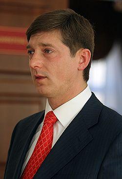 Дмитрия Кузьмина задержали, когда он собирался вылететь из Вены. Загружается с сайта Ъ