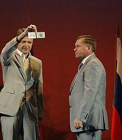 Губернатор Краснодарского края Александр Ткачев (слева) забыл сообщить мэру Сочи Владимиру Афанасенкову, сколько сил потребует от него эта работа. Загружается с сайта Ъ