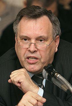 Коммунист Виктор Илюхин видит истоки нынешней коррупции в ельцинско-путинских временах. Загружается с сайта Ъ