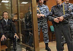 Алексей Френкель вовремя извинился перед судьей – она не стала его сажать навсегда. Загружается с сайта Ъ