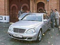 Мэра Владикавказа застрелили на подступах к служебному Mercedes. Загружается с сайта Ъ