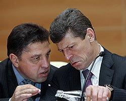 Председатель думского комитета по местному самоуправлению Вячеслав Тимченко (слева) отмечает укрепление вертикали власти. Загружается с сайта Ъ
