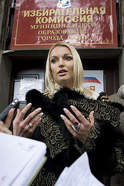Балерине Волочковой не дали проявить себя на сочинских выборах. Фото: РИА НОВОСТИ. Загружается с сайта Ъ