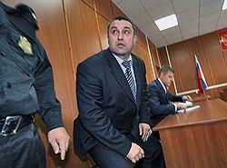 Генерала Глущенко осудили и взяли под стражу в зале суда. Фото: Сергей Михеев/Коммерсантъ. Загружается с сайта Ъ