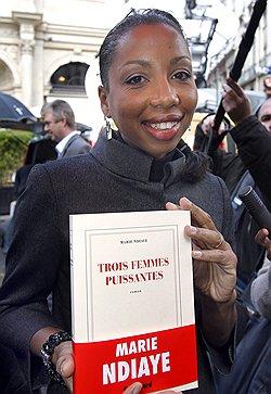Черный день французской литературы // Гонкуровская премия досталась Мари Ндьяй