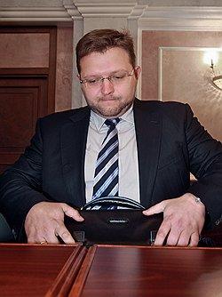 Никите Белых начисляют зарплату обратно // Кировские прокуратура и депутаты отказались сократить зарплату губернатора до 1 МРОТ
