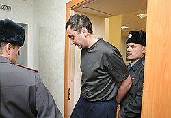 Следствие считает, что Александр Солодкин-старший и Александр Солодкин-младший (на фото) входили в одно преступное сообщество. Фото: Александр Кряжев/Коммерсантъ. Загружается с сайта Ъ