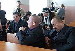 По приговору суда офицеры Мирзин, Соколов и Рамазанов (слева направо) в течение трех лет не смогут работать в милиции. Фото: Максим Андреев/Коммерсантъ. Загружается с сайта Ъ