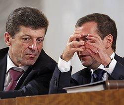 Дмитрий Медведев объяснил Дмитрию Козаку, что нужно делать с главами муниципалитетов, которые задирают тарифы. Фото: Дмитрий Азаров/Коммерсантъ. Загружается с сайта Ъ