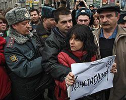 Митингу в защиту конституционного права на свободу собраний ограничили свободу передвижений. Фото: Дмитрий Лекай/Коммерсантъ. Загружается с сайта Ъ
