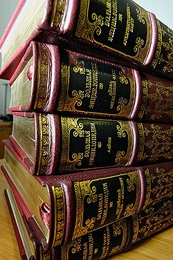 Омбудсмен Нурди Нухажиев настаивает, что в Большой энциклопедии должно стать одним томом меньше. Фото: ИТАР-ТАСС. Загружается с сайта Ъ