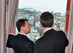 Президент Дмитрий Медведев (слева) и премьер-министр Йенс Столтенберг (справа) смогли поделить море. Фото: Александр Миридонов/Коммерсантъ. Загружается с сайта Ъ