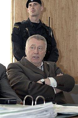 Защититься от Юрия Лужкова Владимиру Жириновскому (на фото) не помогла даже личная явка в суд. Фото: ИТАР-ТАСС. Загружается с сайта Ъ