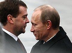Президент России Дмитрий Медведев (слева) и председатель правительства России Владимир Путин (справа)