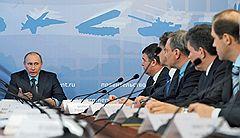 Председатель правительства Владимир Путин (слева) во время совещания по вопросам выполнения государственной программы вооружения на 2011–2020 годы