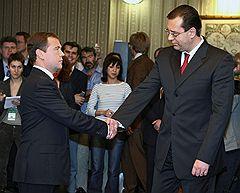 Президент России Дмитрий Медведев (слева) и лидер Демократической партии Молдавии Мариан Лупу (справа)