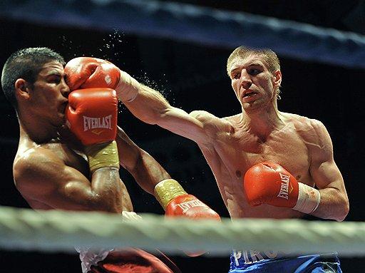 Дмитрий Пирог (справа) показал Хавьеру Масиелю, почему его считают одним из самых интересных боксеров последних лет в мире