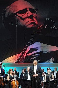 Международный Фестиваль «Неделя Мстислава Ростроповича в Москве». Зубин Мета (в центре)