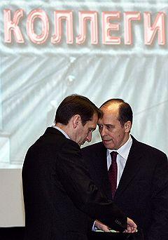 Руководитель администрации президента России Сергей Нарышкин (слева) и директор Федеральной службы безопасности (ФСБ) Александр Бортников