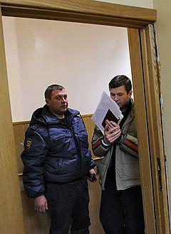 Сотрудник городской администрации города Химки Андрей Чернышев (справа), обвиняемый в организации нападения на эколога Константина Фетисова