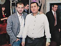 Дмитрий Урумов (справа) на праздновании дня рождения бизнесмена Ивана Назарова (слева), обвиняемого в создании сети нелегальных игорных заведений в Подмосковье
