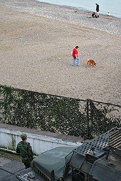 Виды Сухуми. Военный патруль на территории городского пляжа